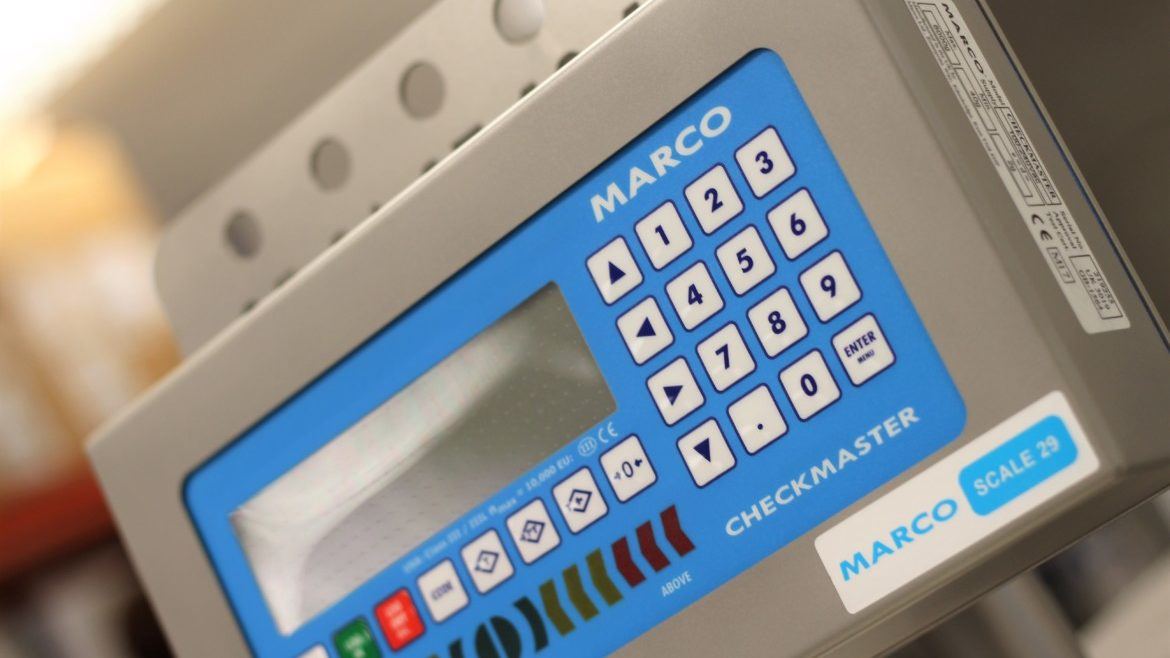 close up MARCO weighing scales screen checkmaster workstation head